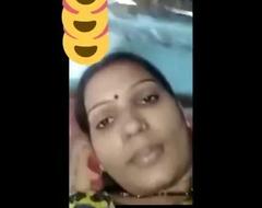 Indian desi neighbourhood pub bhabhi showing her titties insusceptible to video entreat