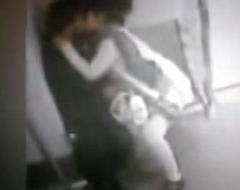 DELHI METRO CCTV FOOTAGE LEAKED - COUPLE      low