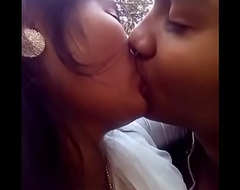 Desi girl kiss with her boyfriend