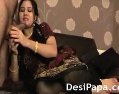 Mature Indian Mummy Bhabhi Sucking Chunky Meaty Desi Cock
