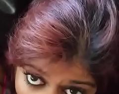 Desi Girlfrtiend Engulfing in The Car